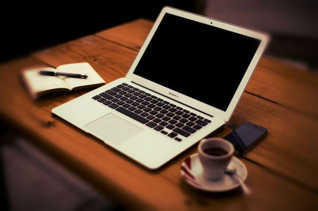 home-office-336377_1920_Ian
