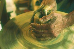 hands-1283146_640 edit