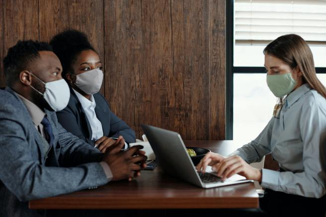 business-people-wearing-face-masks-on-a-meeting-4427931